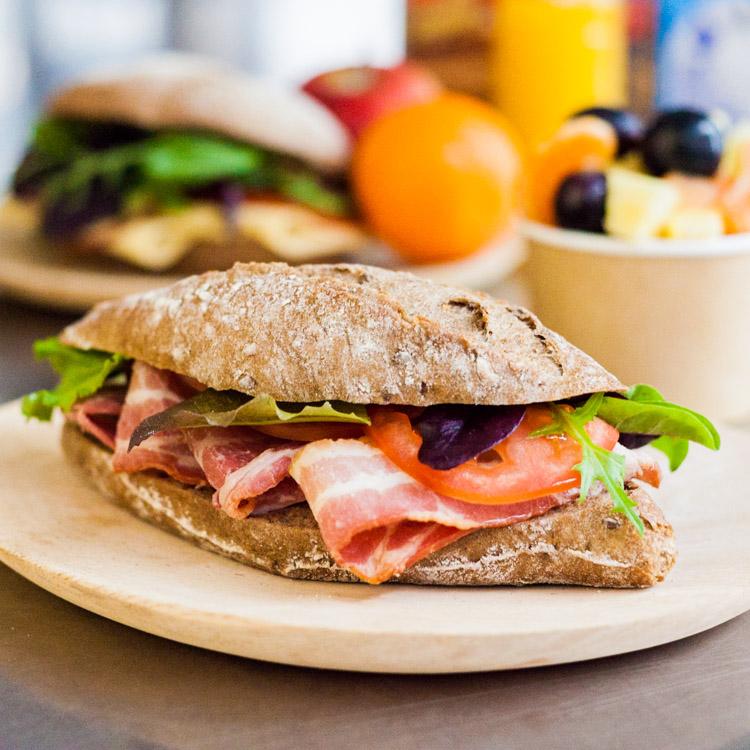 Populair Belegde broodjes bestel je bij Broodjesexpress. &PD08